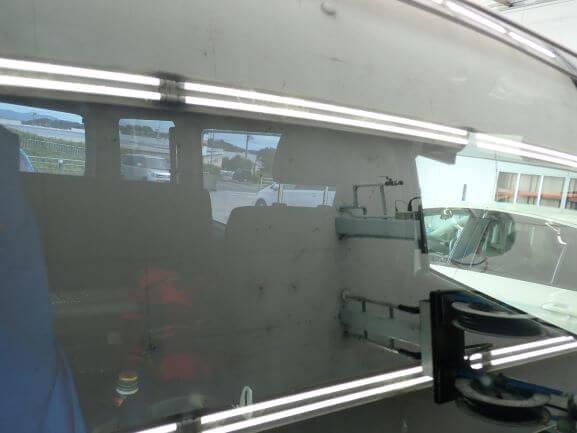 トヨタ レジアスエースのフロントガラスのヒビ割れをウインドリペア