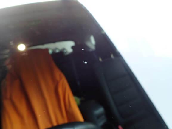 フロントガラスの飛び石ヒビ割れ修理 ウインドリペア