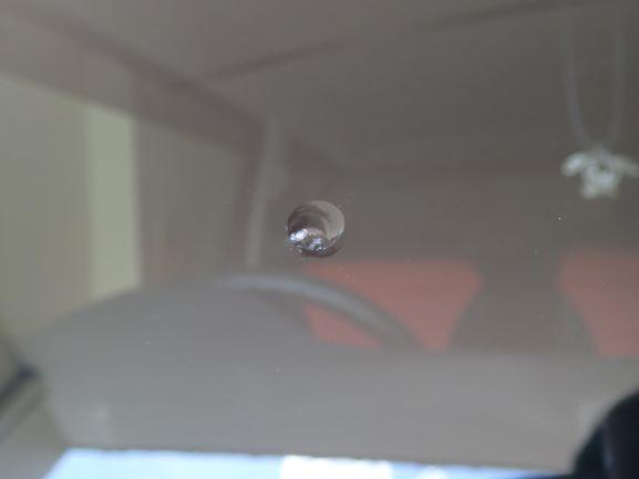 スズキ ハスラー フロントガラスに出来た飛び石によるヒビをガラスリペア