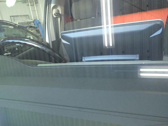 トヨタ ハイエース フロントガラス飛び石ヒビのウインドリペア後