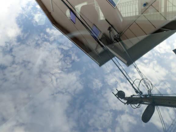 ボルボ V40 フロントガラスに出来た飛び石によるヒビをガラスリペア後